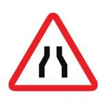 Señal de tráfico peligro por estrechamiento